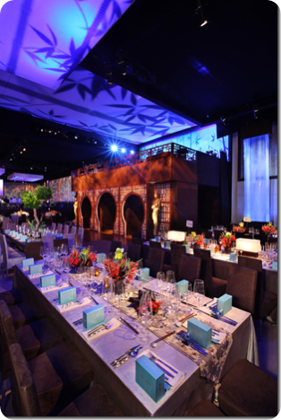 Long rectangle table idea for wedding with runner