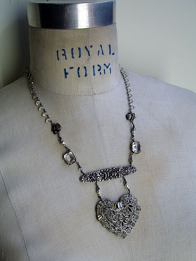 wpid-heart_of_glass_necklace_1_lg-2012-09-2-20-42.jpg