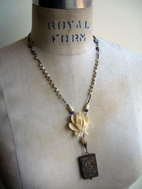 wpid-little_flower_necklace_1_lg-2012-09-2-20-42.jpg