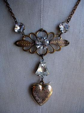 wpid-melva_heart_locket_necklace_2_lg-2012-09-2-20-42.jpg
